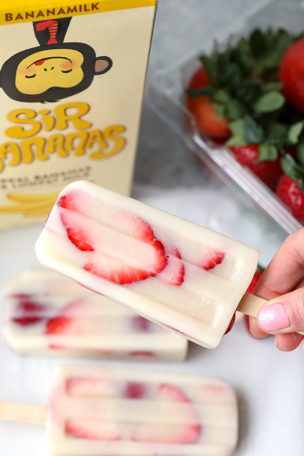 strawberry-banana-popsicles-step-4
